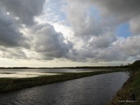donkere wolken boven de Jan Durkspolder, 7-11-2013