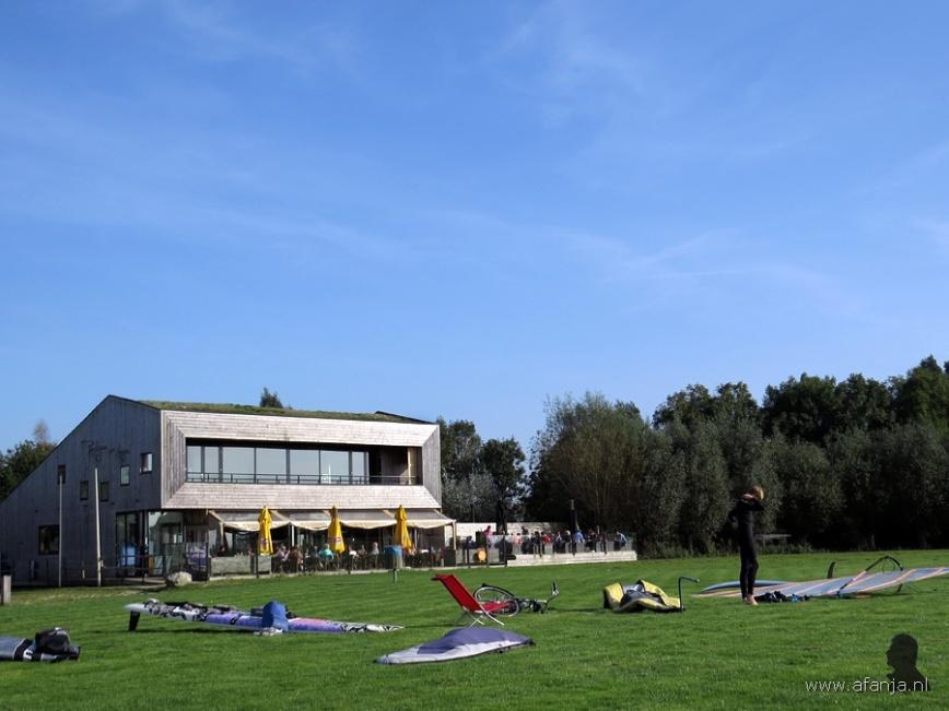 Een zomerse drukte bij het paviljoen De Leijen in oktober