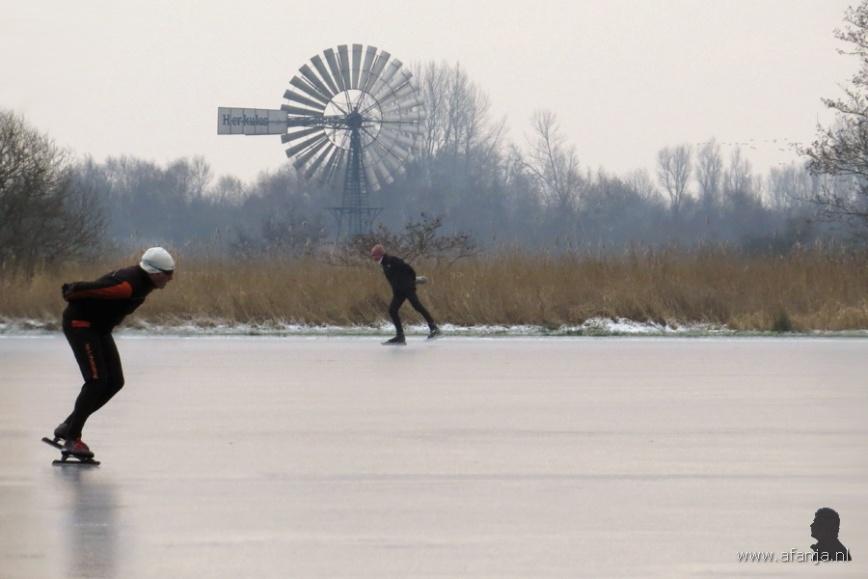 2 schaatsers aan de Wolwarren