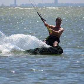 kitesurfer in actie - 2
