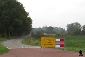 De weg is afgesloten voor doorgaand verkeer