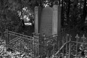 oude begraafplaats in zwartwit - 2