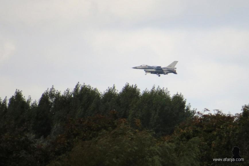F16 landt op vlb Leeuwarden