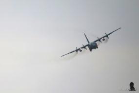 C-130 nadert de basis (5)