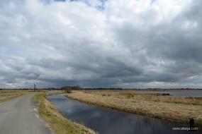 21 maart, donkere wolken boven de Jan Durkspolder