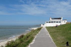 8. aan de oever van het IJsselmeer