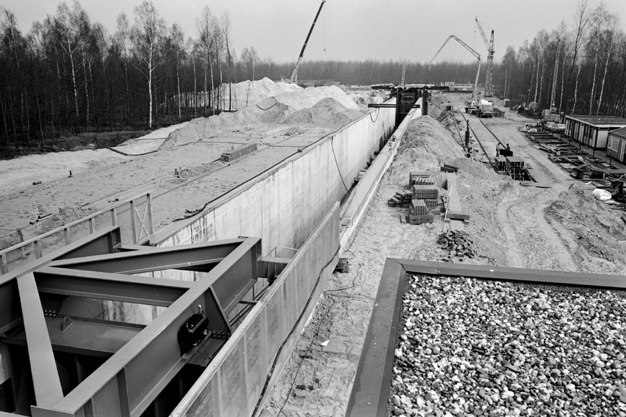 aanleg van de Deltagoot 1979 (foto: Wikipedia)